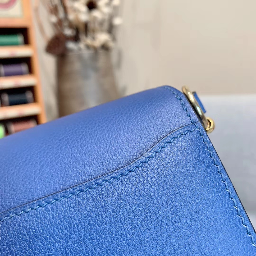 Hermes包包批发 Roulis Mini 19cm Evercolor 2Z午夜蓝 金扣