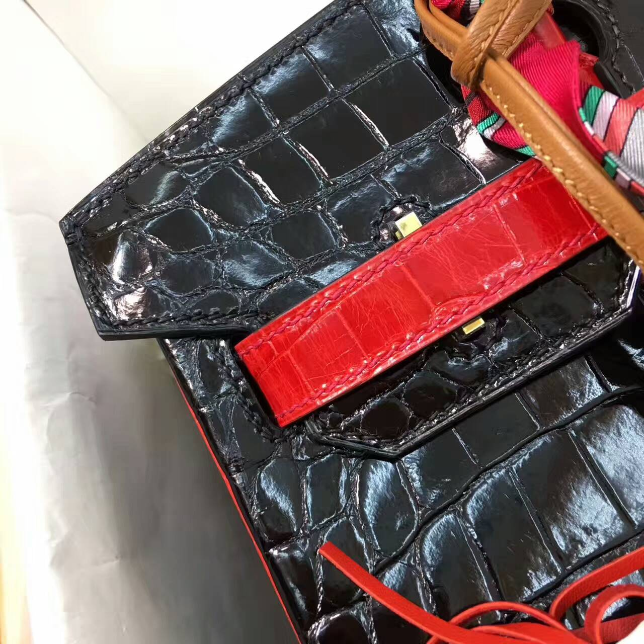 Birkin铂金包 Hermes包包 30cm Shiny Niloticus Crocodile 亮面两点非洲原产尼罗鳄 89 Nior 黑色拼95 Braise 法拉利红 金扣