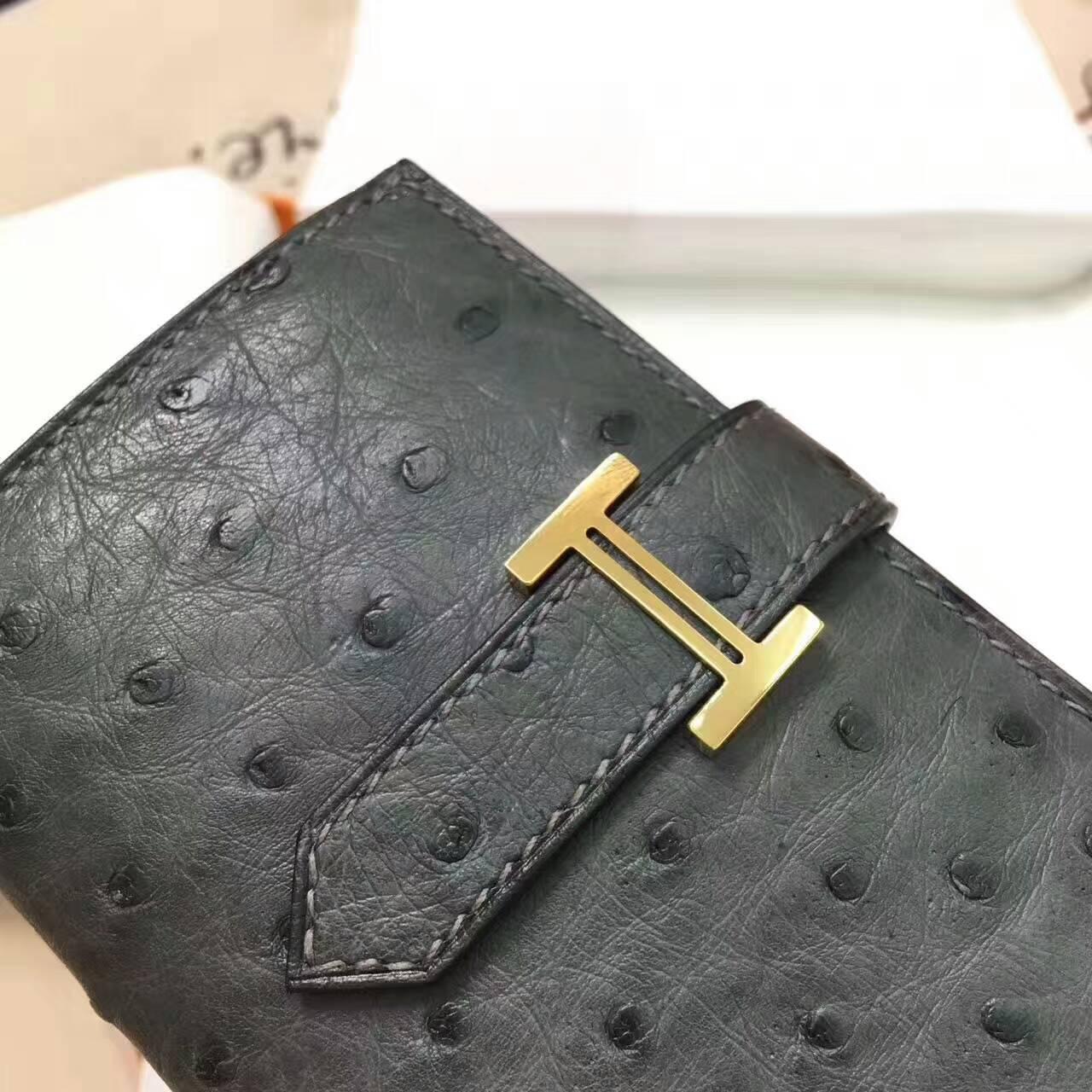 爱马仕卡包 鸵鸟皮 铁灰 金扣 手工蜡线 时尚又实用