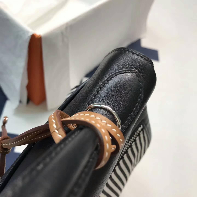 爱马仕包包批发 Kelly Lakis 32cm Swift皮黑色拼条纹布 银扣