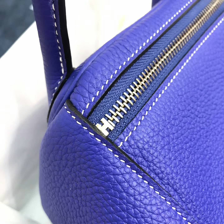 爱马仕包包 Lindy包 30cm 进口Togo皮 T7 Blue Htdra 电光蓝 银扣 配白色线好看又抢眼