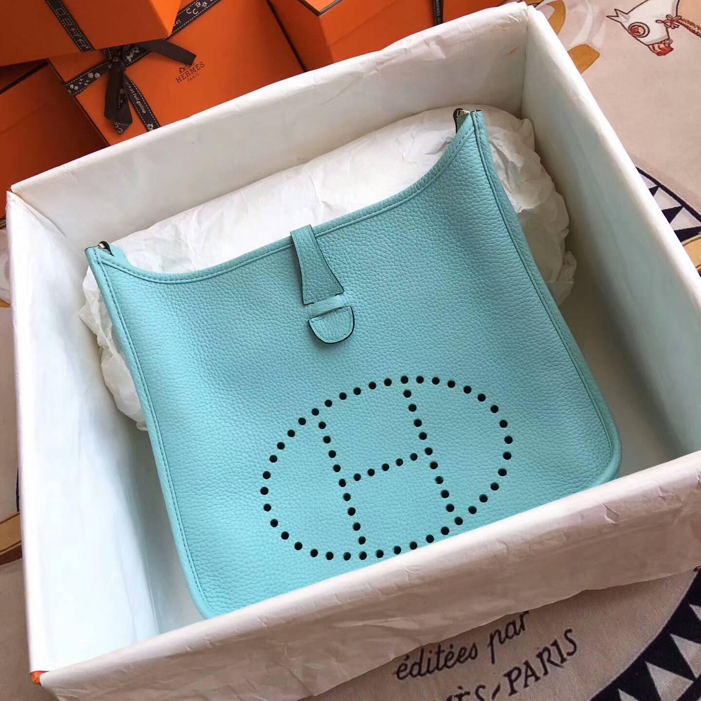 爱马仕包包 Evelyne伊芙琳 28cm Clemence 法国原产Tc皮 3P Blue Atoll 马卡龙蓝 银扣