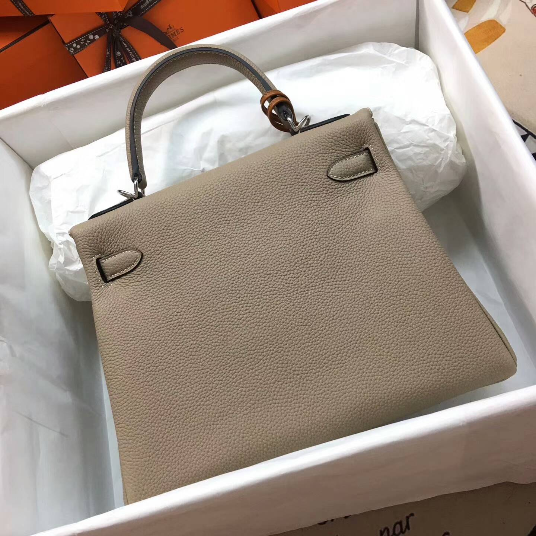 爱马仕Kelly凯丽包28cm 全球代发 Clemence 法国原产Tc皮 S2 Trench 风衣灰 银扣