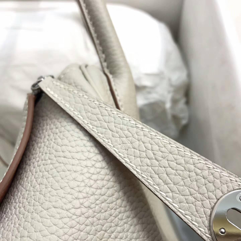 爱马仕包包 Lindy包 30cm 进口Togo皮 珍珠灰拼龙虾粉 银扣 完美搭配 呈现经典