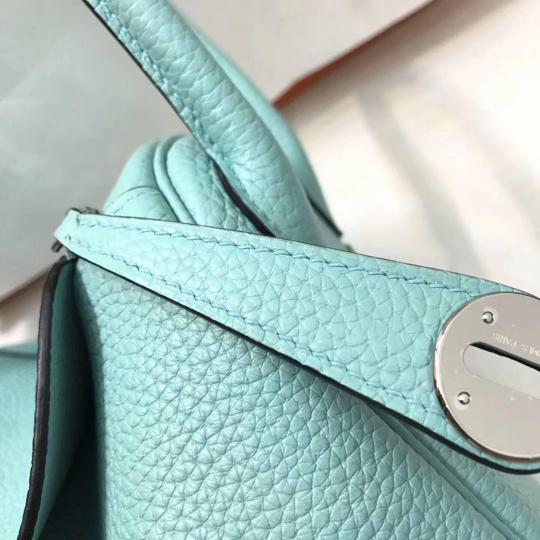爱马仕包包 Lindy包 26cm Togo皮 3P Blue Atoll 马卡龙蓝 银扣 清爽舒服的颜色