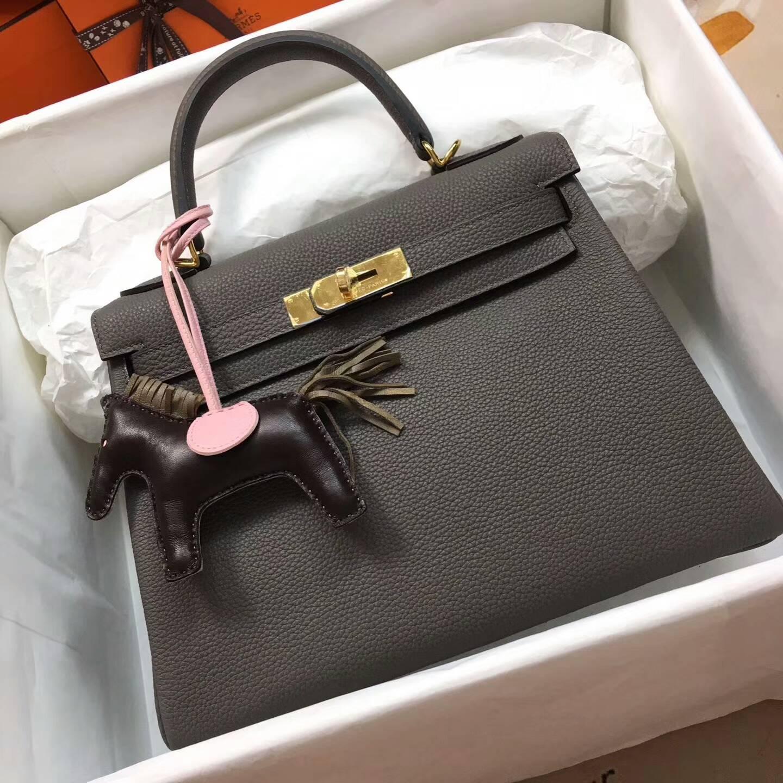 爱马仕Kelly凯丽包28cm 全球代发 Clemence 法国原产Tc皮 8F Etain 锡器灰 金扣