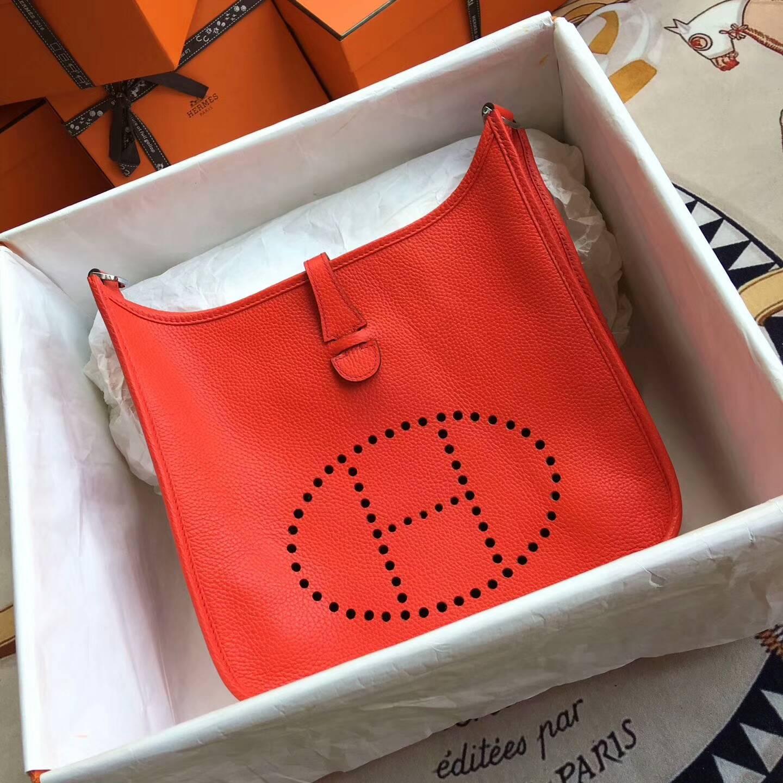 爱马仕包包 Evelyne伊芙琳 28cm Clemence 法国原产Tc皮 S5 Rouge Tomate 番茄红 银扣