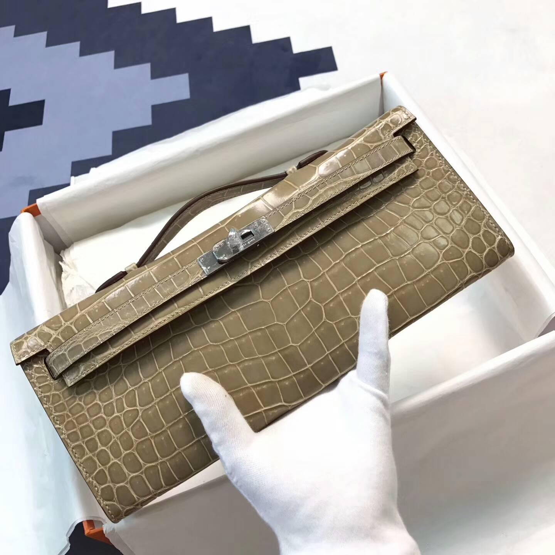 爱马仕钱包手包 31cm Kelly Cut 亮光尼鳄 奶茶色 金扣 大师级蜡线纯手工缝线