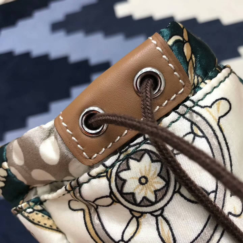 爱马仕包包 整理包化妆包内胆包 里外真丝材质 包包必配 大号25CM 小号20CM