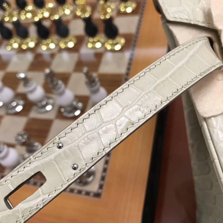 广州爱马仕包包批发 铂金包30Birkin Matte雾面nilo尼罗鳄 8L Beton 奶油白 银扣