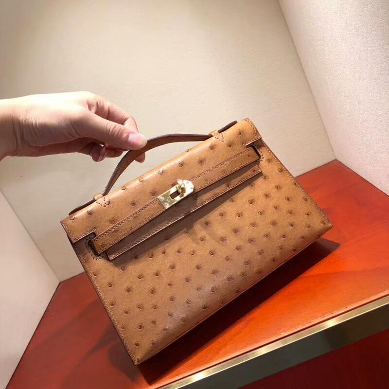 爱马仕包包批发 Mini Kelly Pochette 22cm Ostrich Leather 37 Gold 金棕 金扣 顶级工艺手缝蜡线