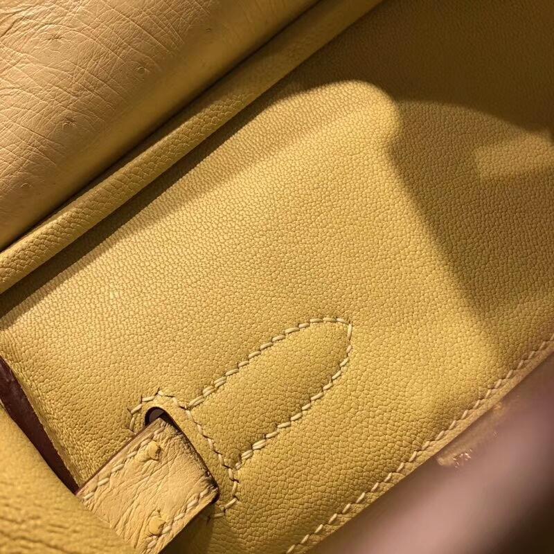 爱马仕包包批发 Birkin 30cm Ostrich Leather 1Z Jaine Poessin 小鸡黄 金扣 手缝蜡线