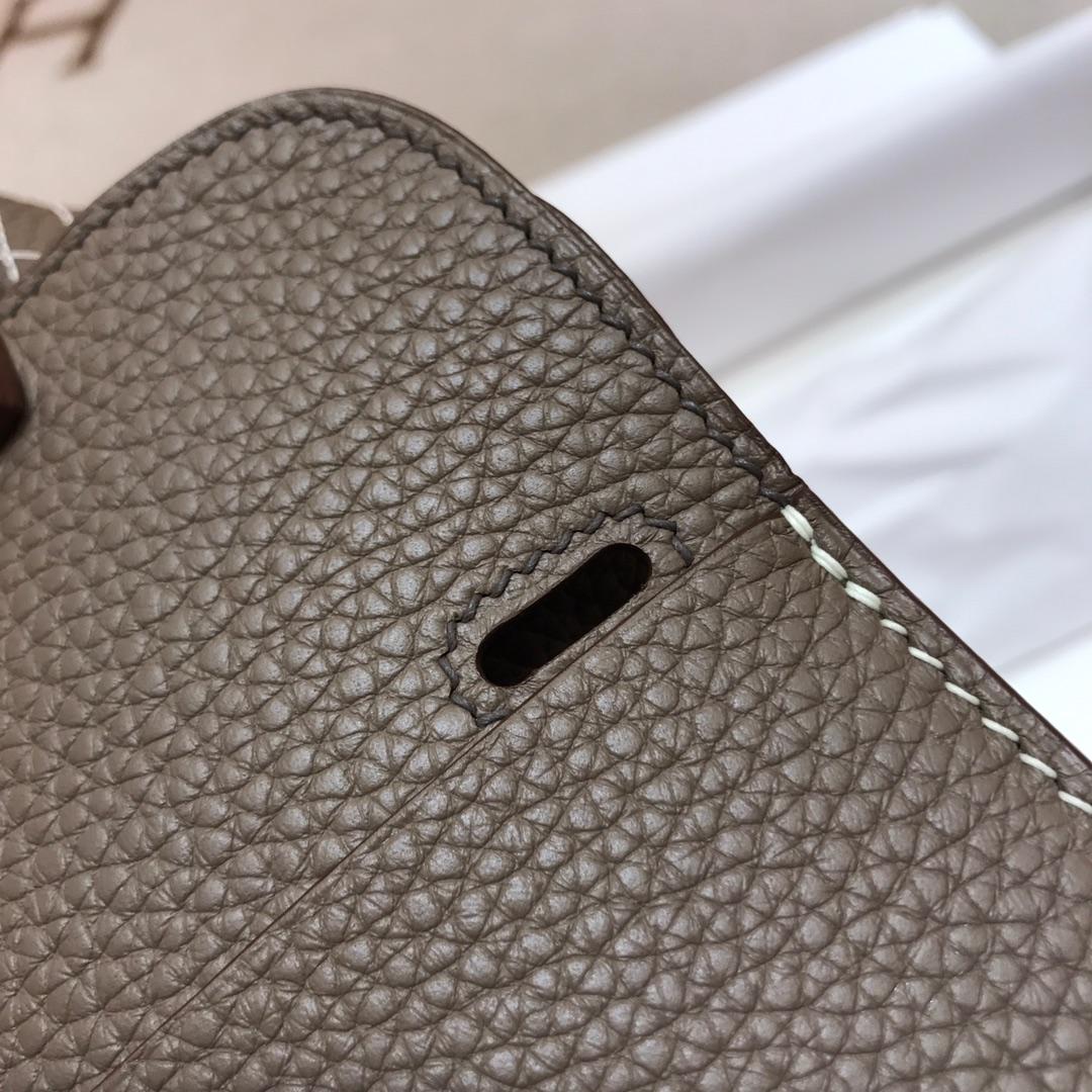 爱马仕包包批发 Mini Halzan 22cm Clemence 18 Etoupe 大象灰 银扣 秋天就适合一款mini的包包