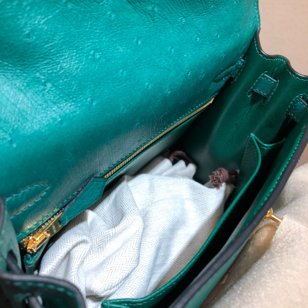 爱马仕包包 Kelly 25cm 南非鸵鸟皮 丝绒绿 金扣 顶级工艺 手缝蜡线