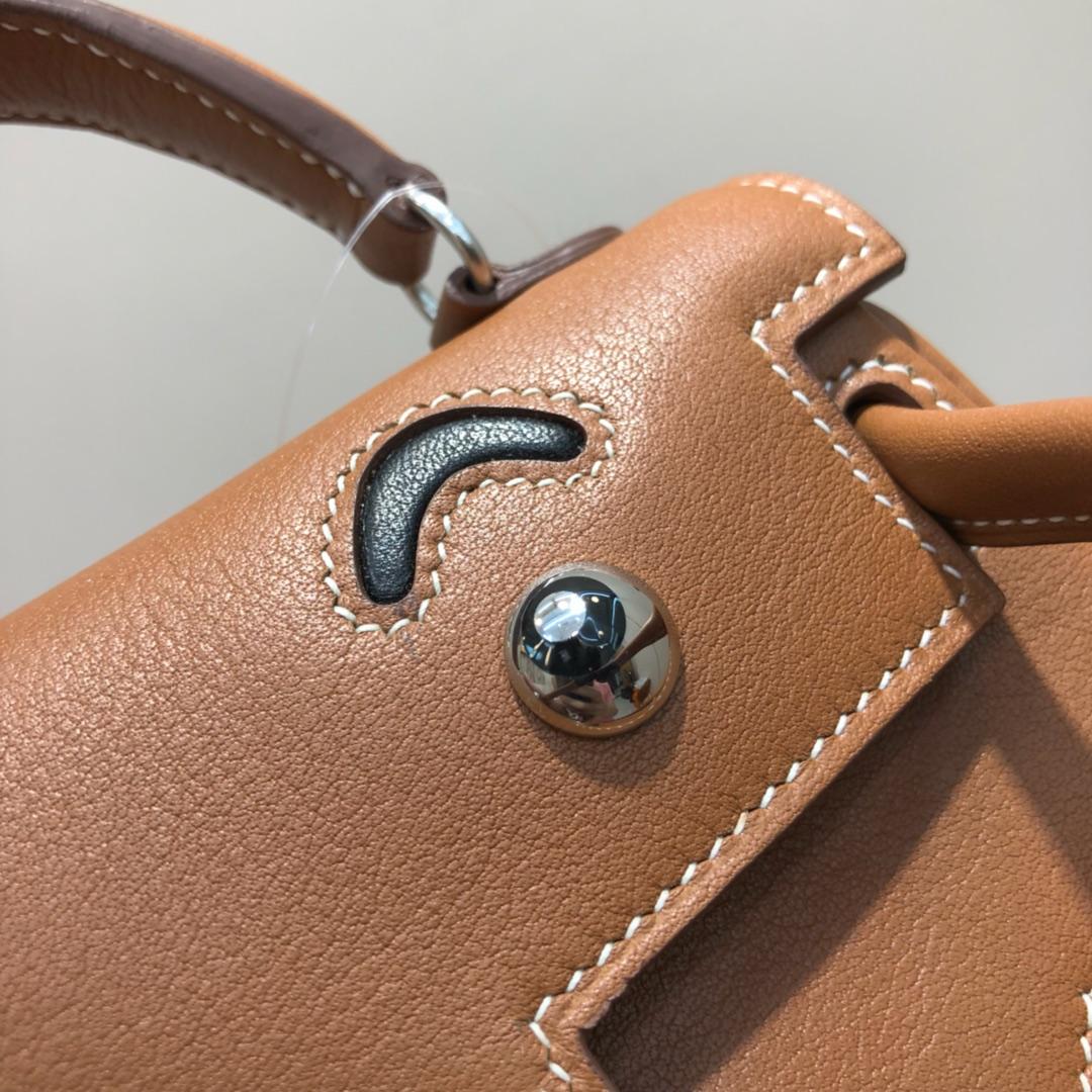 爱马仕包包 Kelly Doll 17cm 法国swift 金棕拼黑色 银扣 顶级工艺 手缝蜡线 超级可耐