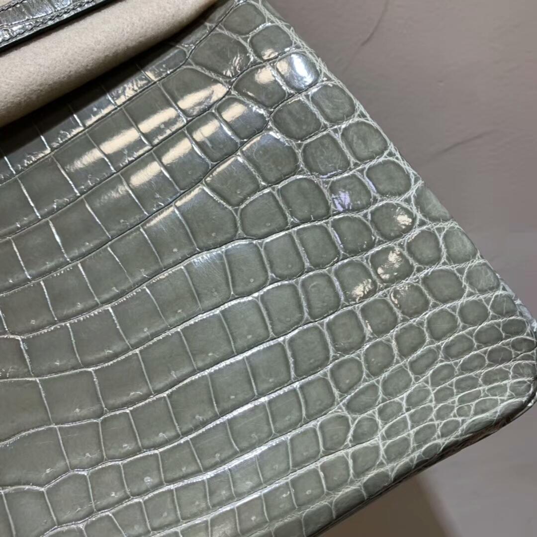 爱马仕包包批发 Birkin 30cm Shiny Niloticus Crocodile 81 Gris Tourterle 斑鸠灰 银扣 顶级工艺 全手缝蜡线