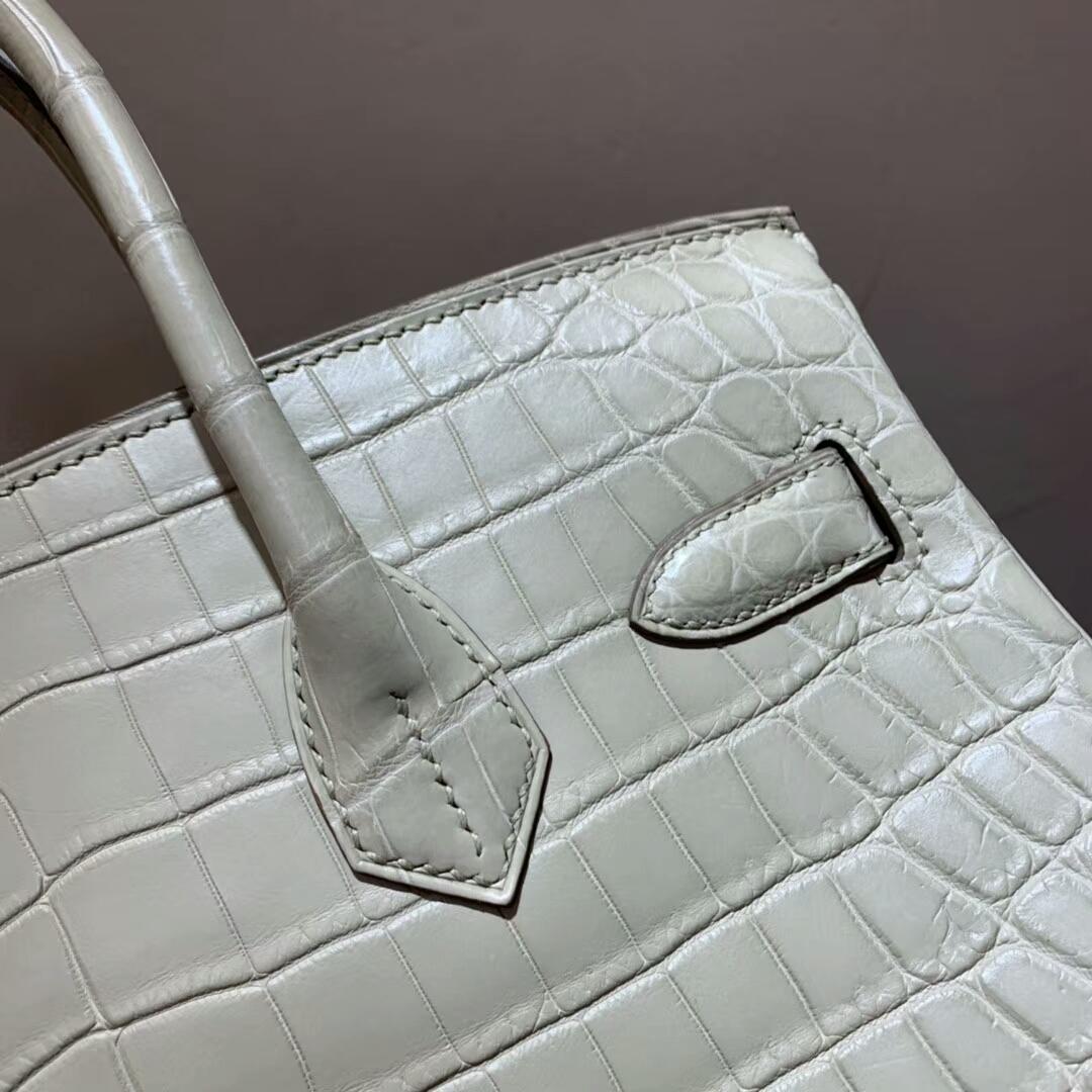 爱马仕包包批发 Birkin 30cm Shiny Niloticus Crocodile 8L Beton 奶油白 银扣 顶级工艺 全手缝蜡线