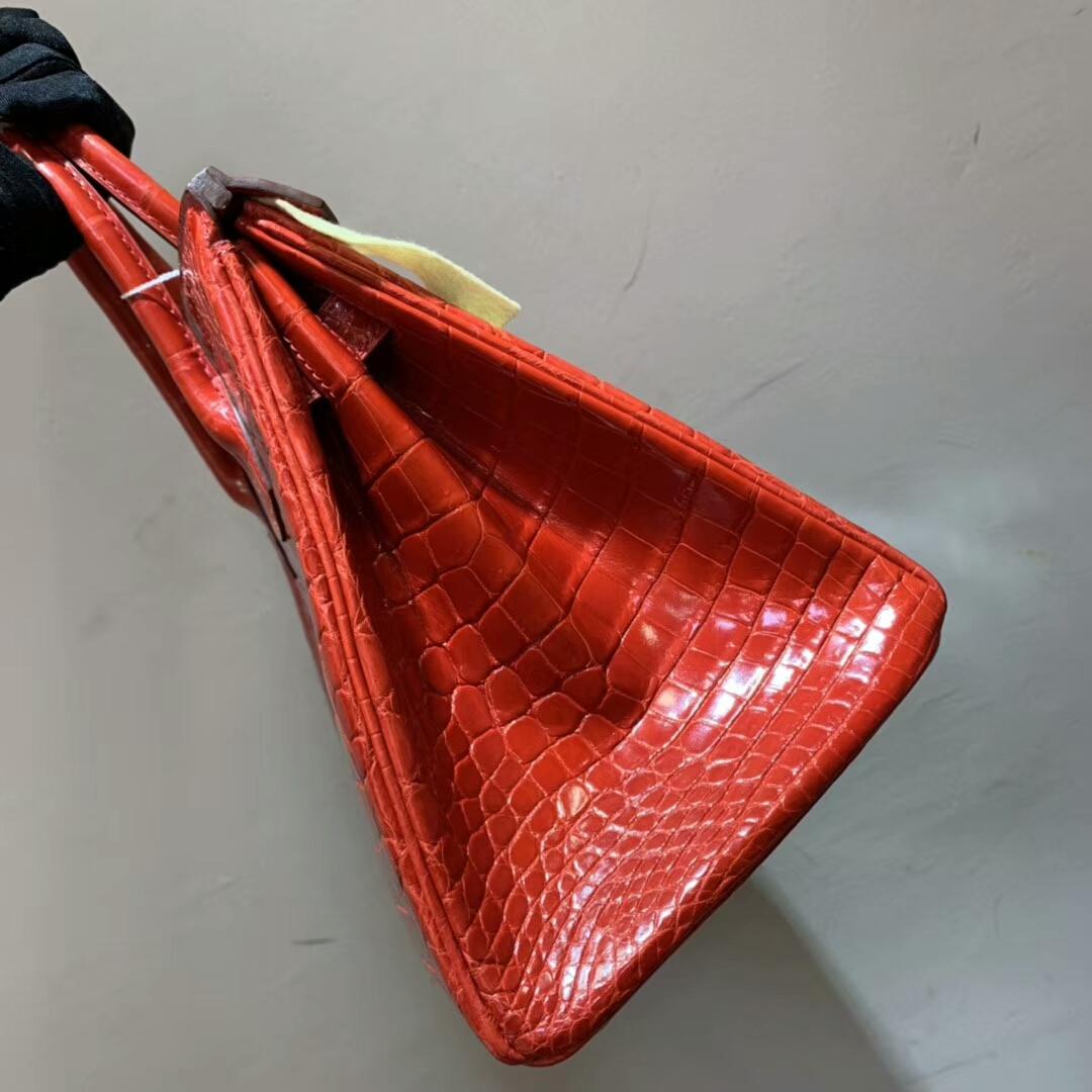 爱马仕包包批发 Birkin 30cm Shiny Niloticus Crocodile 95 Braise 法拉利红 金扣 顶级工艺 全手缝蜡线