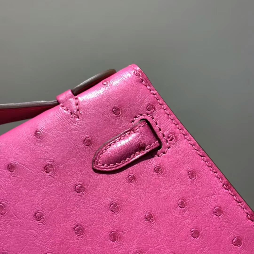 爱马仕包包 Mini Kelly Pochette 南非Ostrich 玫红 金扣 蜜蜡线手缝 现货秒发