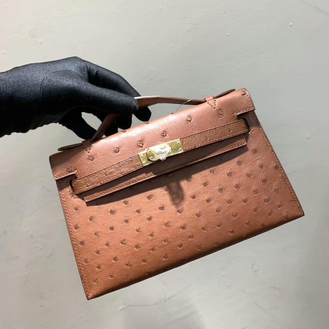 爱马仕包包 Mini Kelly Pochette 南非Ostrich 古铜色 金扣 蜜蜡线手缝 现货秒发