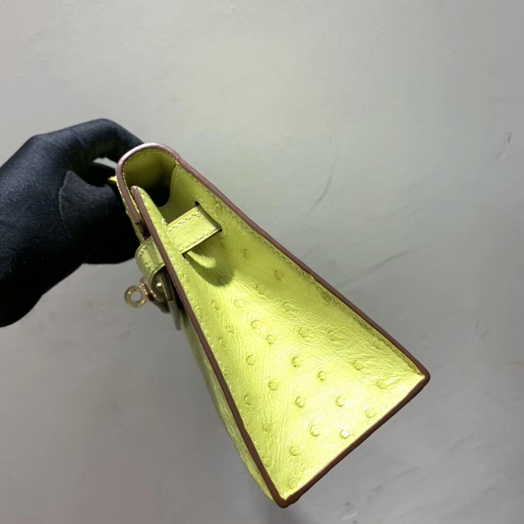 爱马仕包包 Mini Kelly Pochette 南非Ostrich 柠檬黄 金扣 蜜蜡线手缝 现货秒发