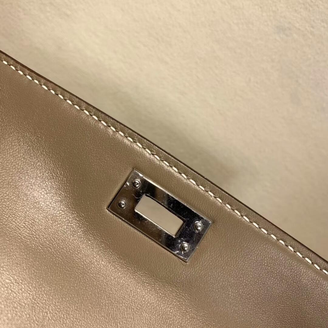 爱马仕包包批发 Mini Kelly2代 19cm Chevre de Coromandel 山羊皮 18 Etoupe 大象灰 银扣 火爆全球
