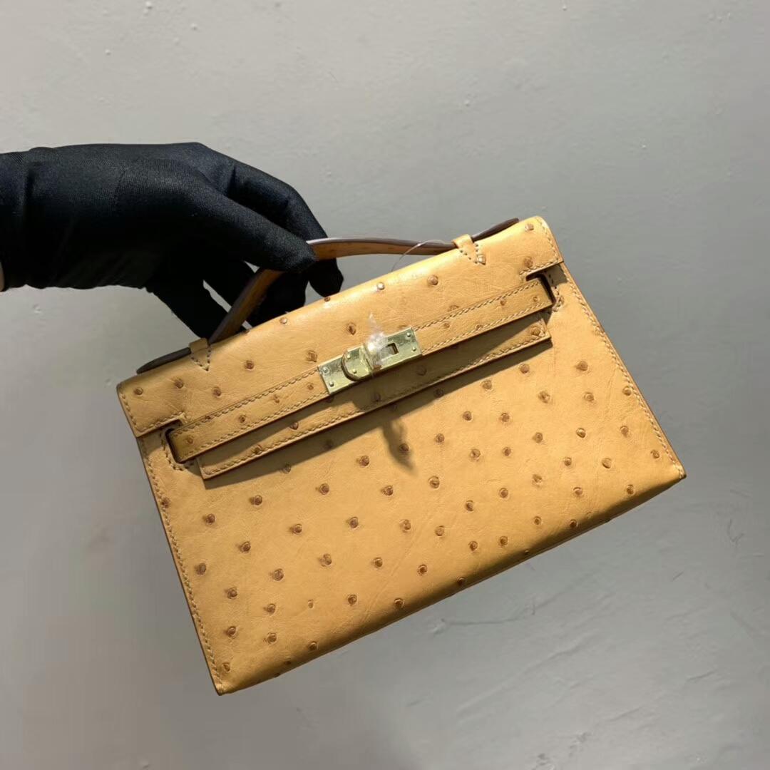 爱马仕包包 Mini Kelly Pochette 南非Ostrich 稻草黄 金扣 蜜蜡线手缝 现货秒发