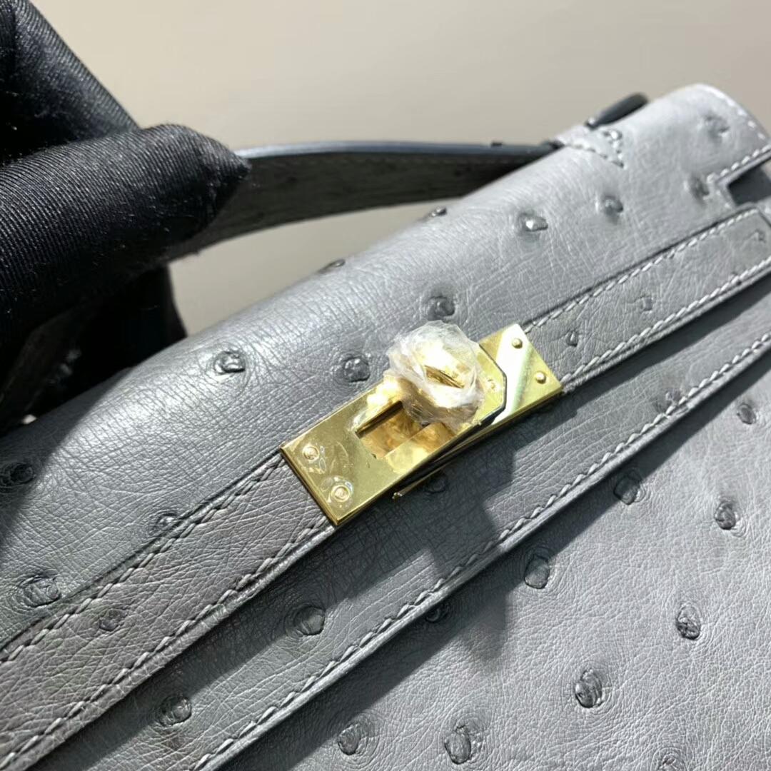 爱马仕包包 Mini Kelly Pochette 南非Ostrich 锡器灰 金扣 蜜蜡线手缝 现货秒发
