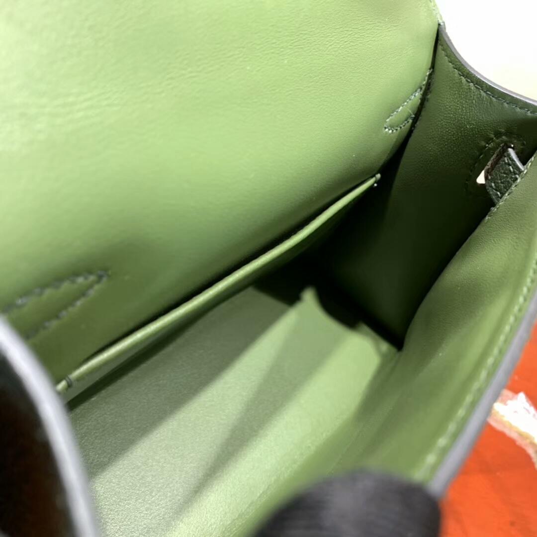 爱马仕包包批发 Mini Kelly2代 19cm Chevre de Coromandel 山羊皮 2Q Vert anglais 英国绿 金扣 火爆全球