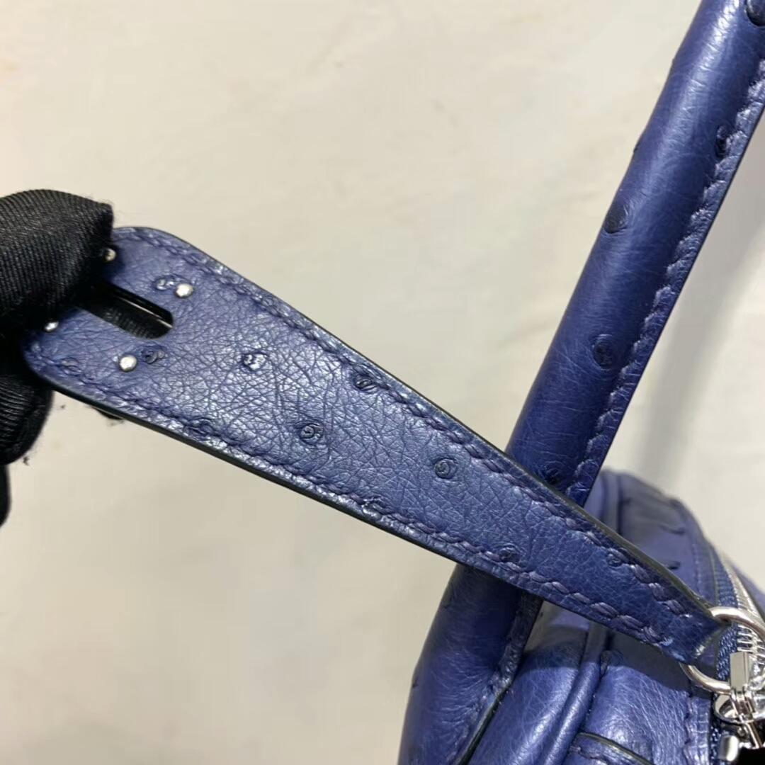 爱马仕包包 Lindy 26cm 南非鸵鸟皮 宝石蓝 银扣 蜡线手缝