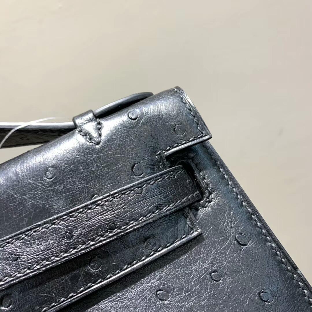 爱马仕包包 Mini Kelly Pochette 南非Ostrich 黑色 金扣 蜜蜡线手缝 现货秒发