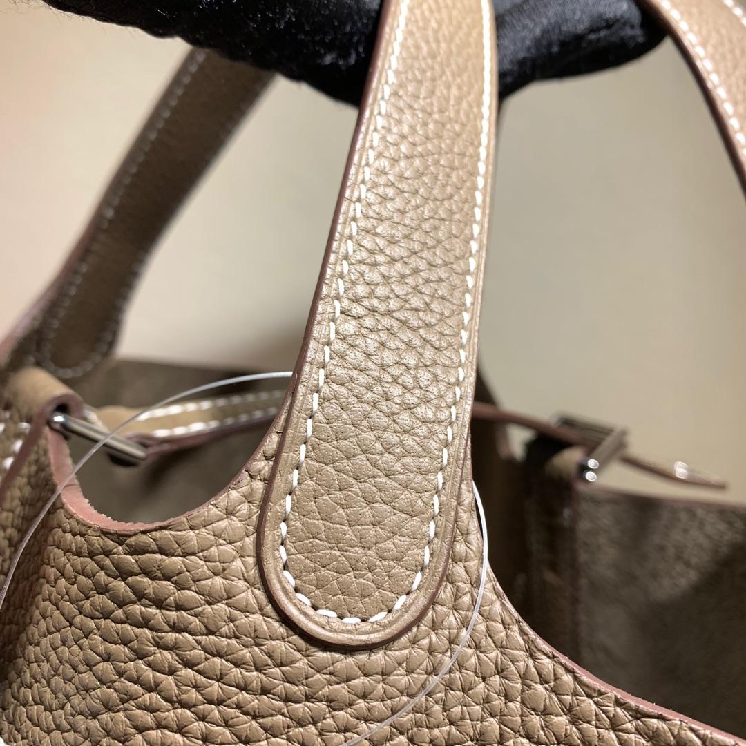 爱马仕包包批发 Picotin Lock18cm 法国顶级Tc皮 18 Etoupe 大象灰 银扣 手缝蜜蜡线缝制