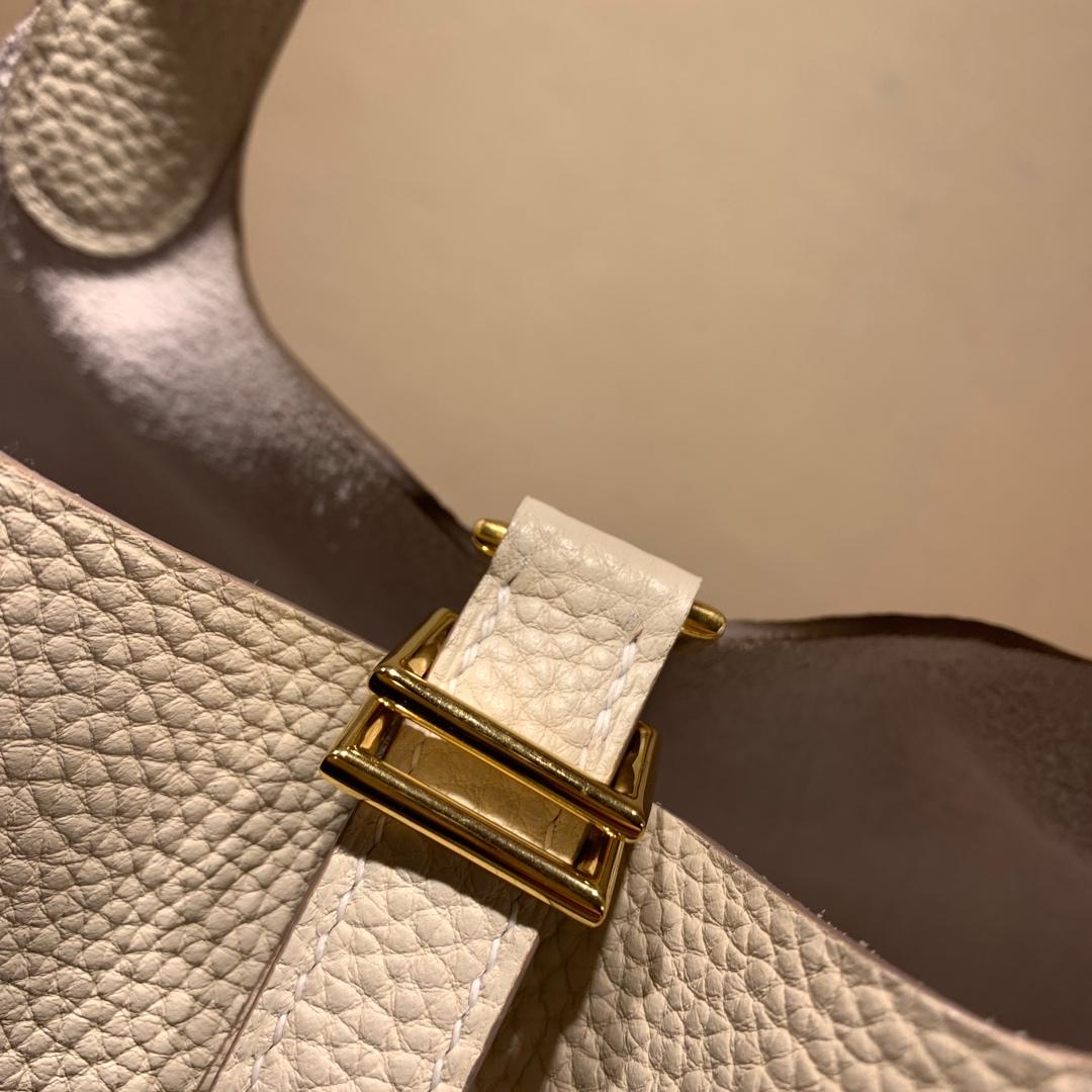 爱马仕包包批发 Picotin Lock18cm 法国顶级Tc皮 10 Craie 奶昔白 金扣 手缝蜜蜡线缝制