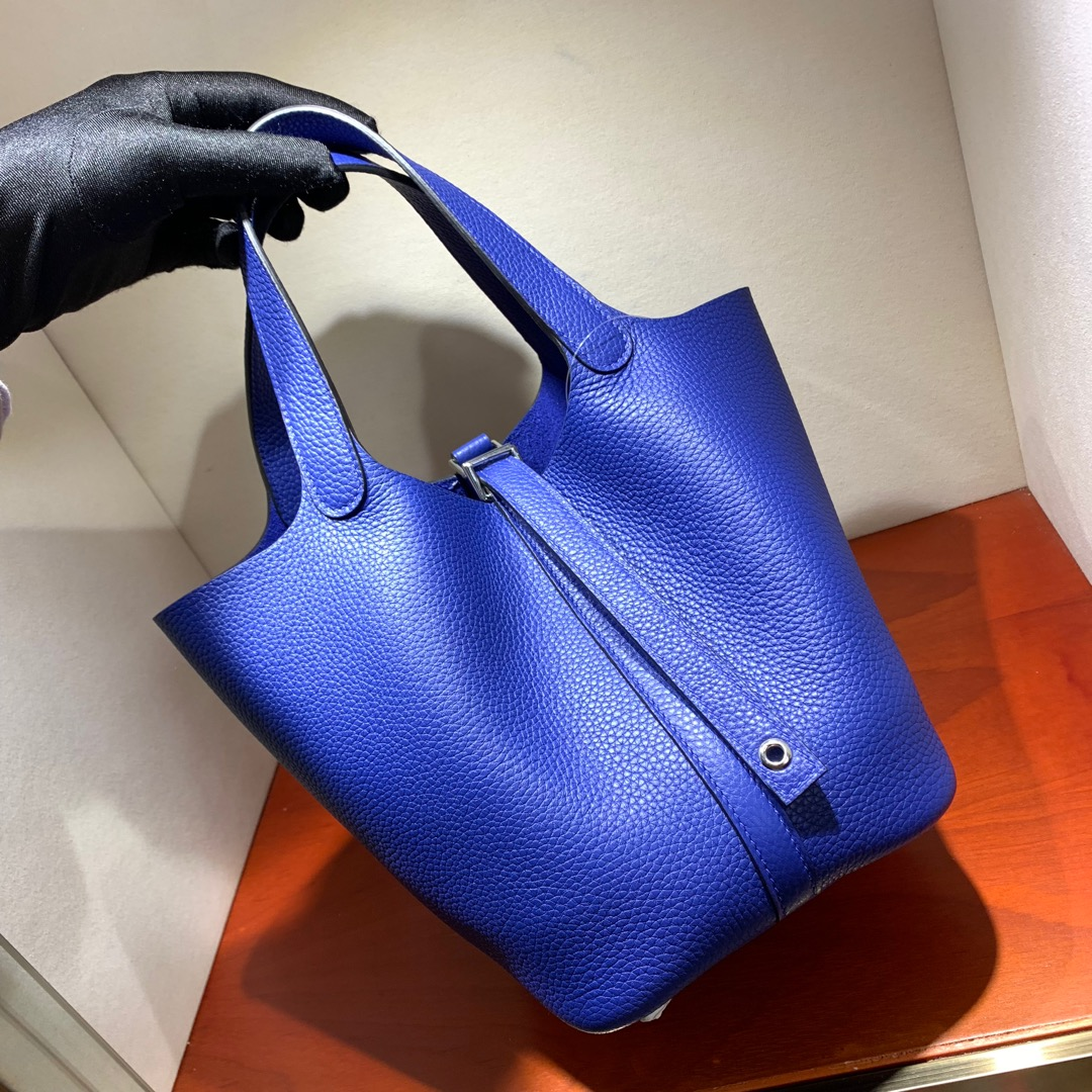 爱马仕包包批发 Picotin Lock18cm 法国顶级Tc皮 7T Blue Htdra 电光蓝 银扣 手缝蜜蜡线缝制