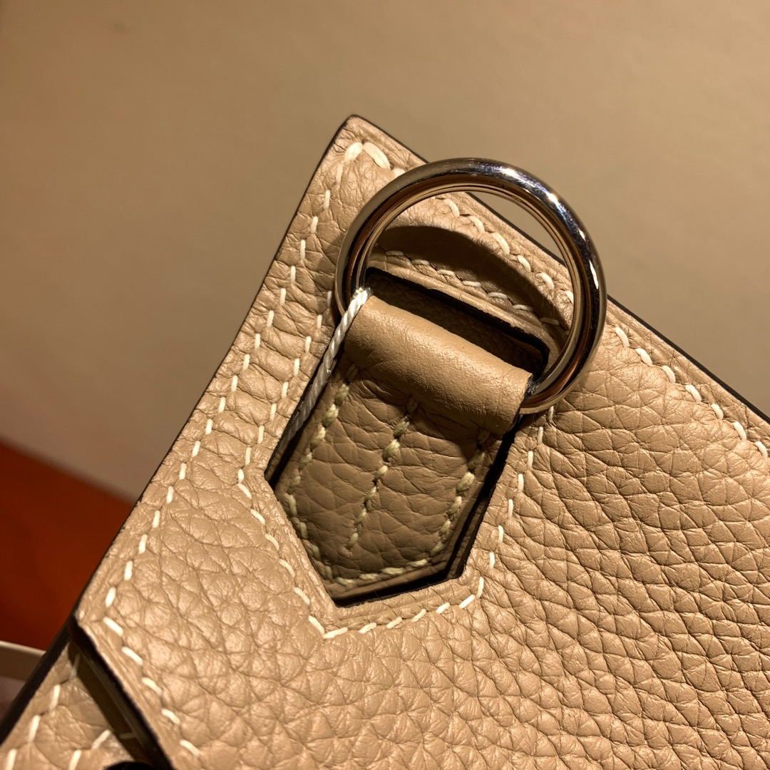 爱马仕包包 Jypsiere28cm 法国顶级clemence 81 Gris Tourterle 斑鸠灰 银扣 手缝蜜蜡线缝制