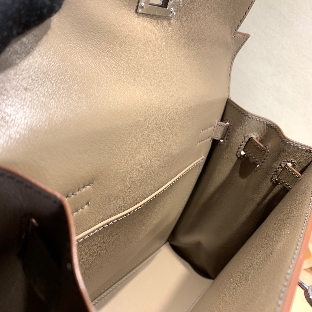 爱马仕爆款 Kelly Danse 21cm Kelly的缩小迷你版 法国顶级swift皮 18 Etoupe 大象灰 银扣 可斜跨可手拿