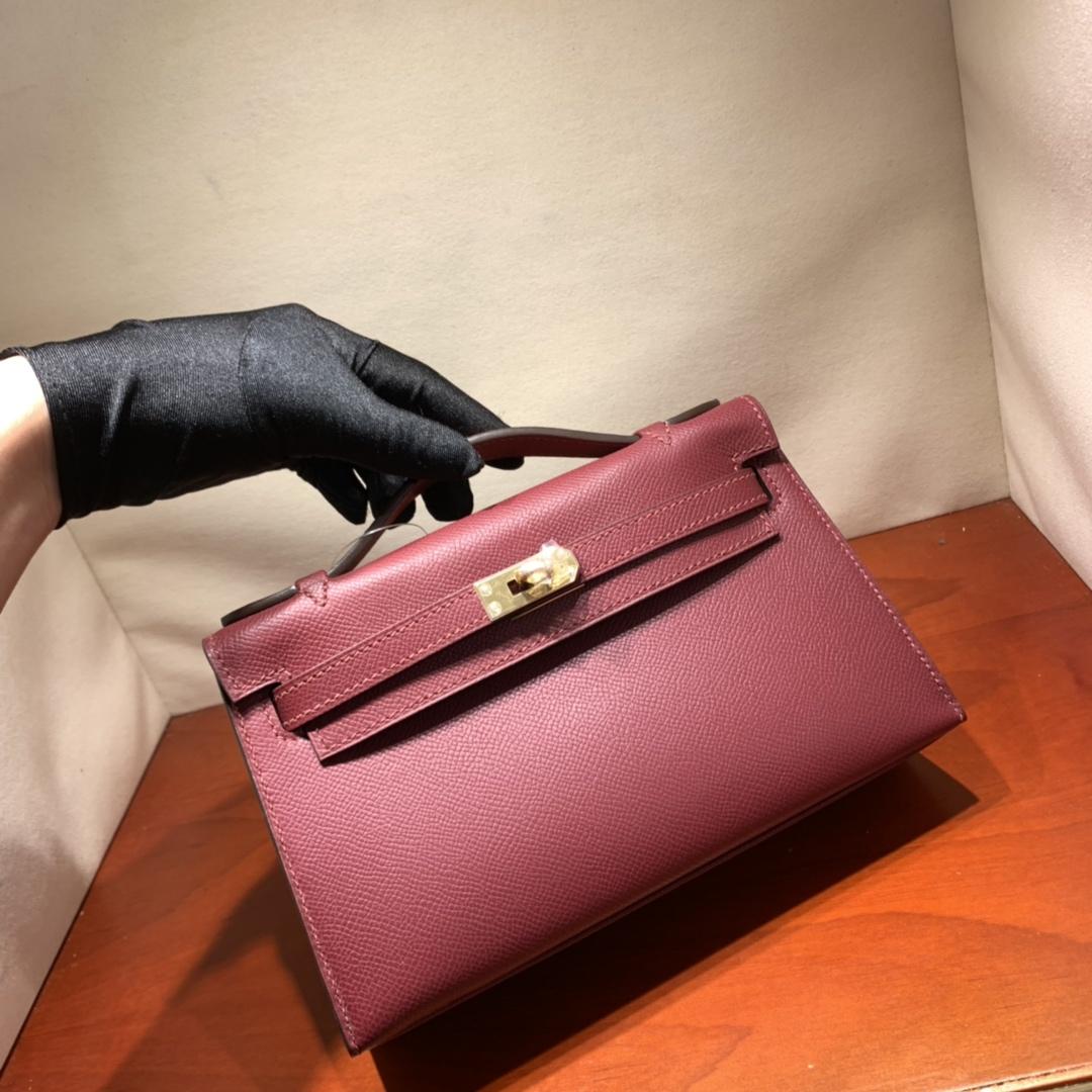 爱马仕包包批发 Kelly Pochette 22cm 法国顶级Epsom 55 Rouge H 爱马仕红 金扣 顶尖工艺