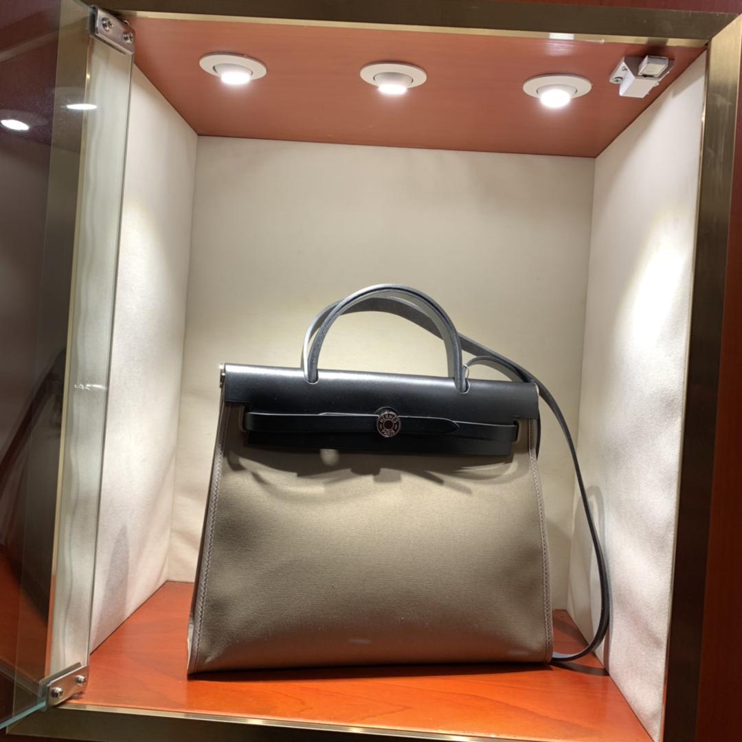 爱马仕包包批发 Herbag 31cm Etoupe/Noir 手缝蜡线顶级工艺