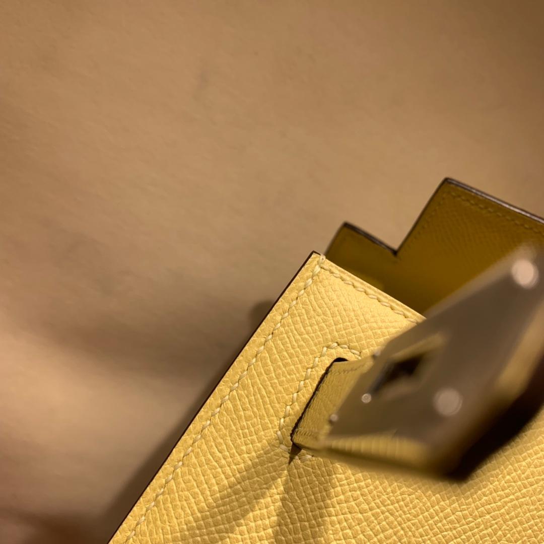 爱马仕凯莉包 Kelly28cm Epsom 1Z小鸡黄 银扣 蜜蜡线手缝