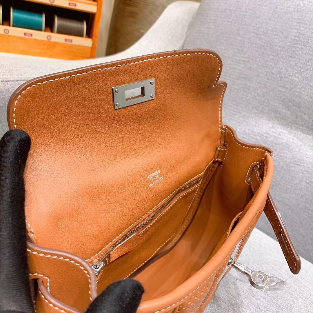 爱马仕包包批发 Berline 20cm Swift 37金棕 银扣 蜜蜡线手缝