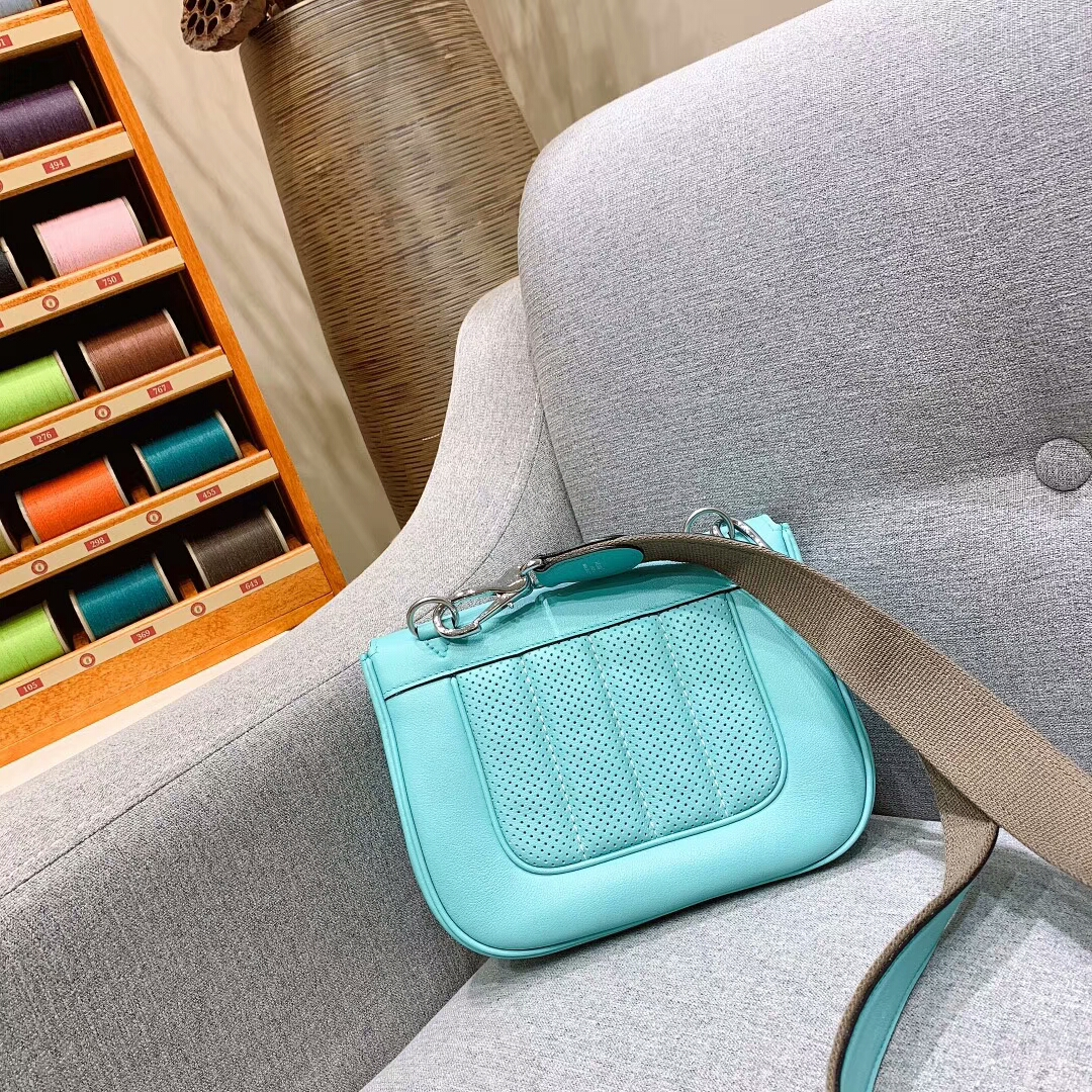 爱马仕包包批发 Berline 20cm Swift 3P马卡龙蓝 银扣 蜜蜡线手缝