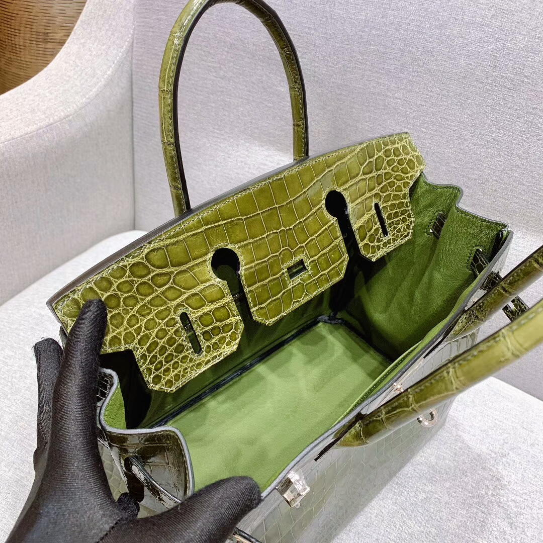 爱马仕包包 Birkin铂金包 30cm Shiny Niloticus亮面两点尼罗鳄 61橄榄绿 银扣 蜜蜡线全手缝