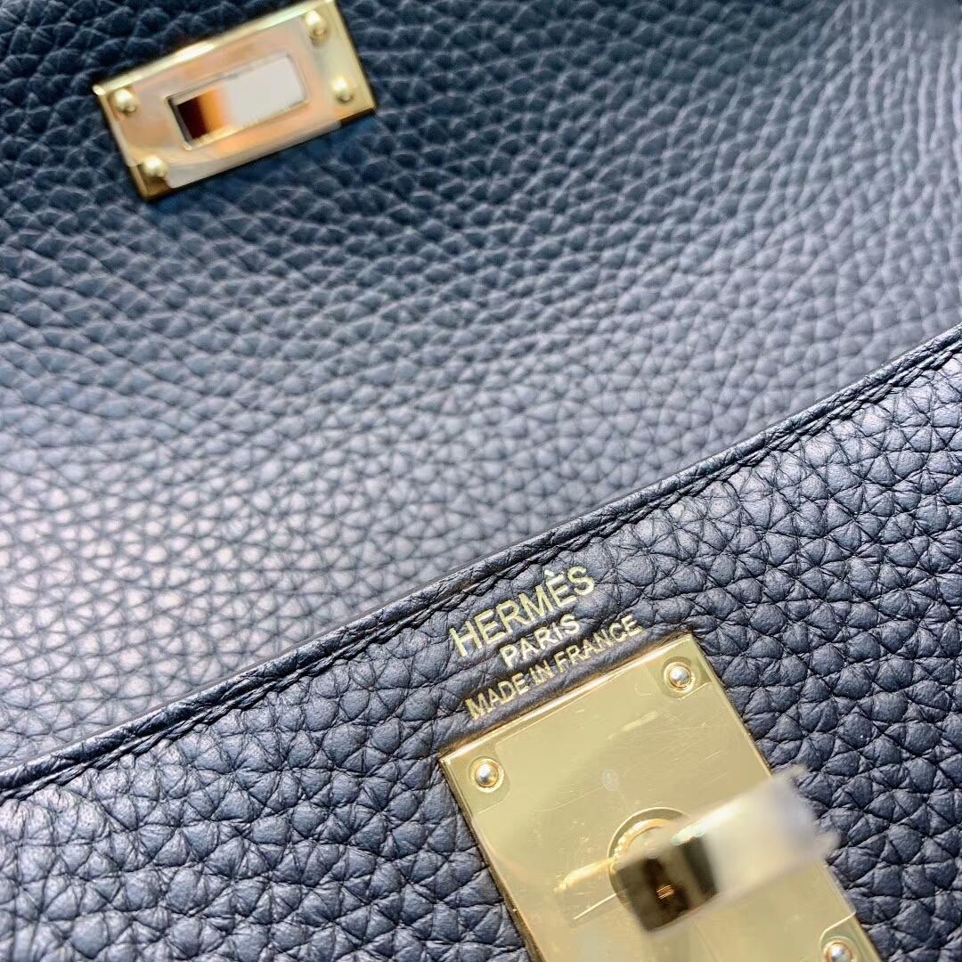 爱马仕包包 Kelly Ado 22cm Clemence 89黑色 金-银扣 蜜蜡线手缝