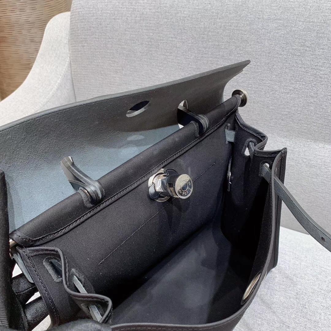 爱马仕包包 Herbag 31cm 89黑色 蜡线全手缝