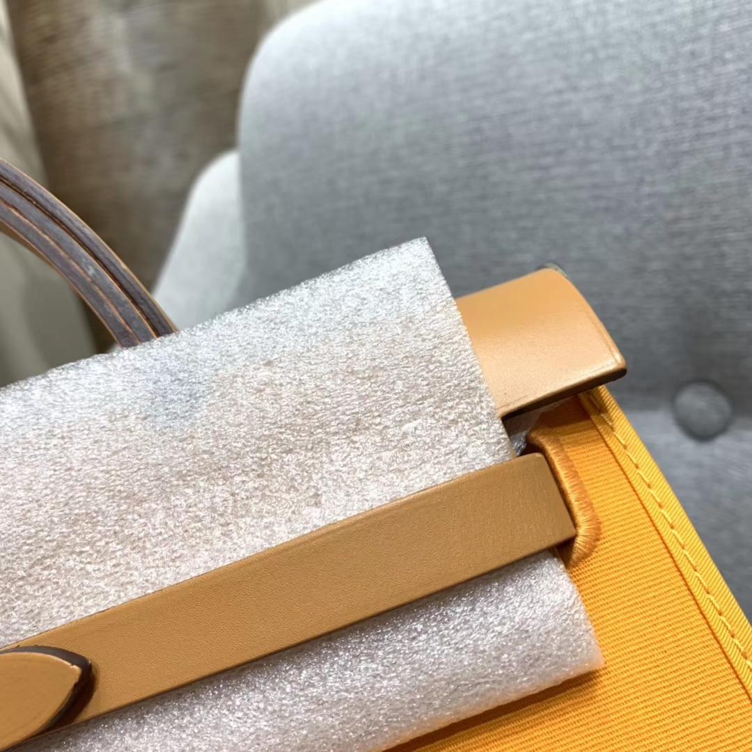 爱马仕包包 Herbag 31cm 9V太阳黄 蜡线全手缝