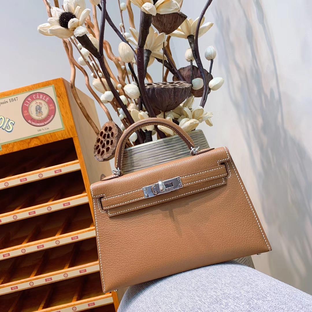 爱马仕包包 Mini Kelly2代 19cm Chevre山羊皮 37金棕 银扣 蜜蜡线全手缝
