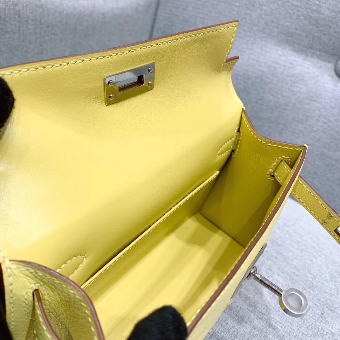 爱马仕包包批发 Mini Kelly二代 19cm Chevre山羊皮 1Z小鸡黄 银扣 蜜蜡线手缝