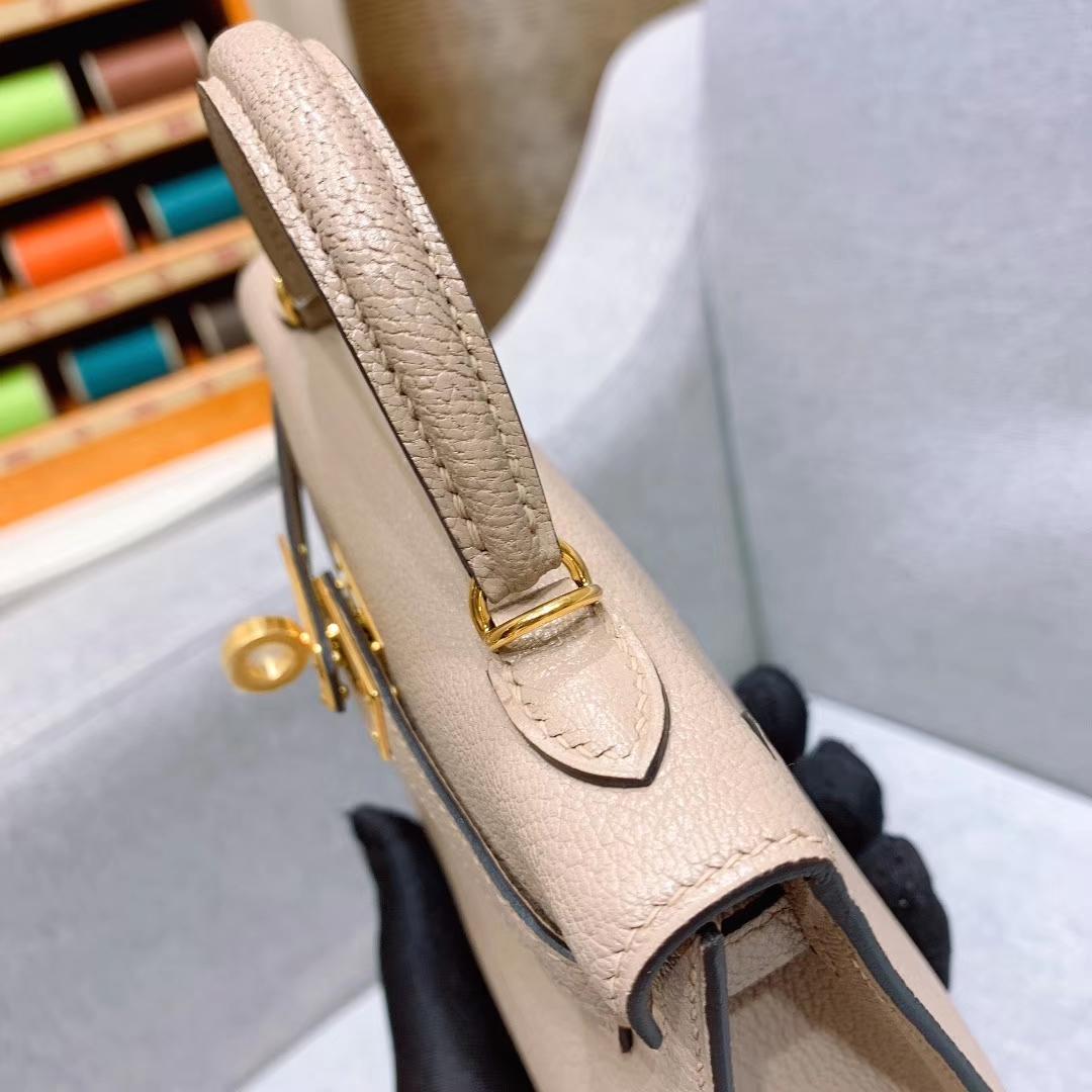 爱马仕包包批发 Mini Kelly二代 19cm Chevre山羊皮 81斑鸠灰 银扣 蜜蜡线手缝