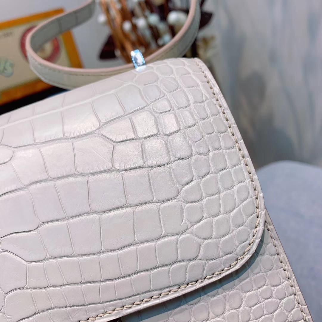爱马仕包包 Constance 19cm Alligator 雾面方块美洲鳄 80珍珠灰 银扣 蜜蜡线全手缝