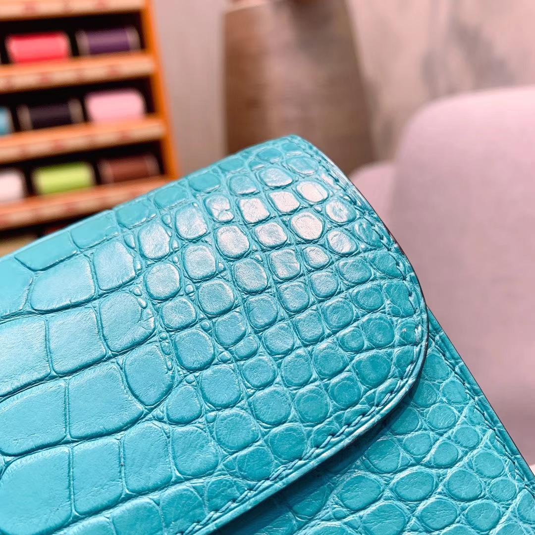 爱马仕钱夹 Constance钱夹 21.5cm Alligator雾面方块美洲鳄 7F孔雀蓝 银扣 全手缝蜜蜡线